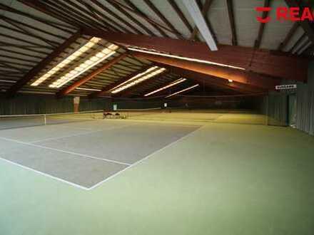 Bezugsfreie Multifunktionshalle: Spieleparadies, Soccer, Tennis etc. möglich!