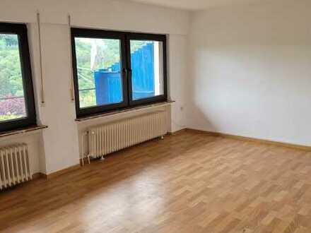 3 Zimmer-Wohnung mit Garage und Terrasse