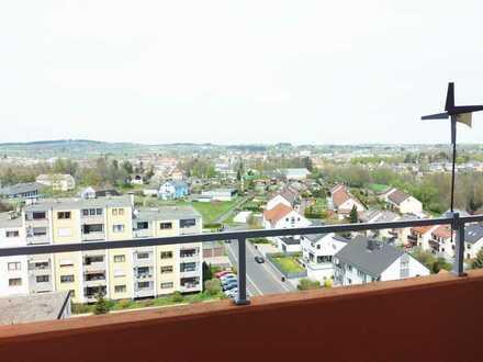 Gepflegte 3-Zimmer-Wohnung mit Balkon und EBK mit super Aussicht in Selb
