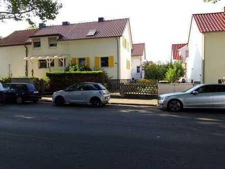 Schöne, geräumige Doppelhaushälfte mit fünf Zimmern in Offenbach am Main, Tempelsee