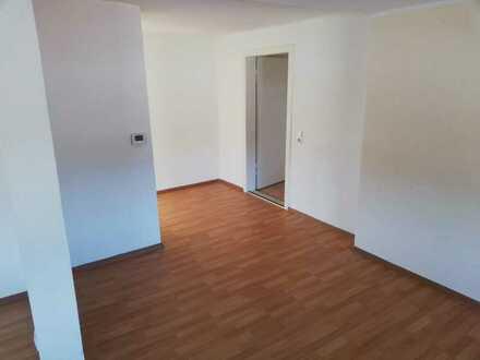 Günstige, vollständig renovierte 4-Zimmer-DG-Wohnung mit Balkon in Podelzig
