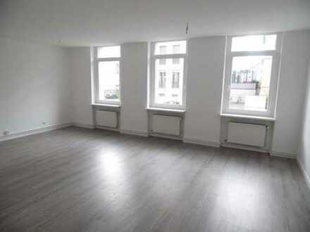 Renovierte 5-Zimmer-Wohnung mit EBK
