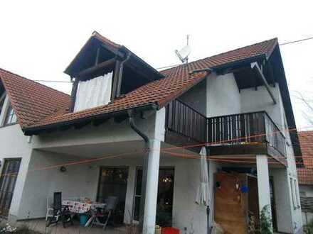 Doppelhaushäflte in Stadtrandlage