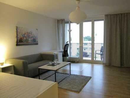 Neu saniert u. neu möbliert: Sonnige Whg. mit 2 Schlafzimmern u. Balkon, WG-geeignet