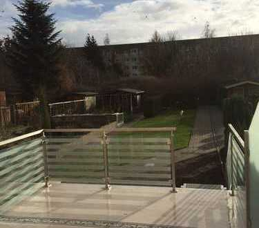 * komplett renoviertes, gemütliches Reihenmittelhaus mit sonniger Terrasse *
