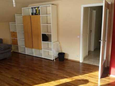 DG Zimmer ca. 21m² mit eigenem separatem Bad und toller Aussicht, teilmöbliert, Stadtnah