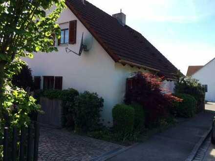Schmuckstück in ruhiger Lage und idyllischem Garten in Diedorf/Lettenbach