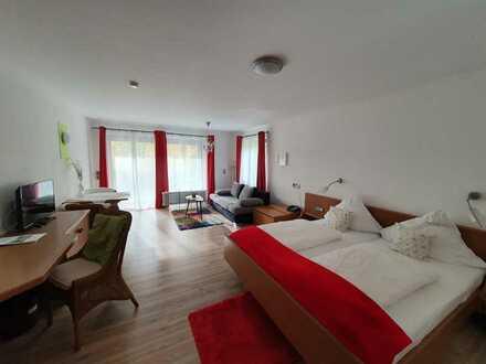 Gepflegte 1-Raum-Wohnung mit Balkon und Einbauküche in Bad Teinach-Zavelstein