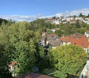 Dotzheim-Ruhige, helle Wohnung im DG 110qm 4ZKB in 3 Familienhaus von Privat