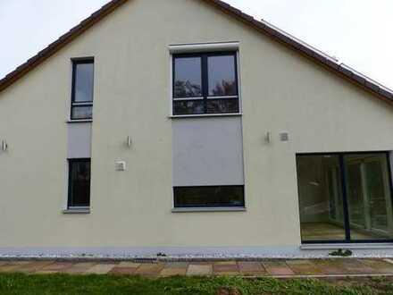BS–Wenden, modernisiertes Reihenendhaus mit 5 Zimmern, Einbauküche,Garage und großem Garten!