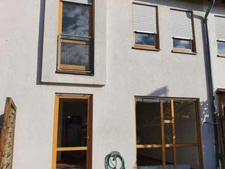 *** Reihenmittelhaus mit Terrasse/Garten und Abstellplatz***