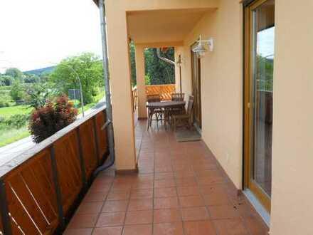 ***Zentrumsnahe grosszügige Eigentumswohnung mit umlaufendem Balkon u. tollem Blick ins Grüne***