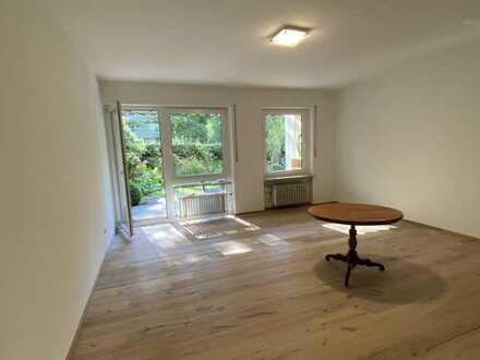 Stilvolle, geräumige und sanierte, sehr ruhige 2-Zimmer-Erdgeschosswohnung mit Garten in Karlsruhe