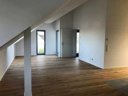 Erstbezug: wunderschöne 3-Zimmer-Dachgeschosswohnung mit Balkon in Düsseldorf