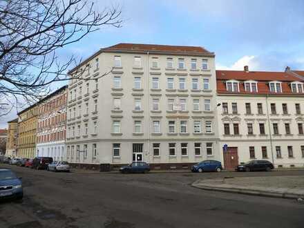 Gepflegte Wohnung mit drei Zimmern und Einbauküche in Leipzig