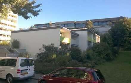 Reiheneckhaus mit fünf Zimmern, kl. Garten und Tiefgaragenplatz in Weinstadt-Beutelsbach