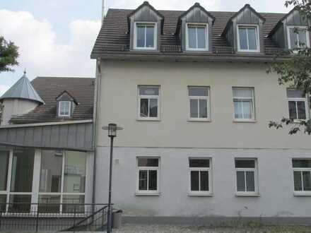 Geräumige 2-Raum-Wohnung im Dachgeschoss (Maisonette)