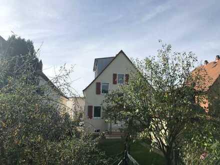 Geschmackvolles Haus mit sechs Zimmern und Garten in Friedrichsdorf