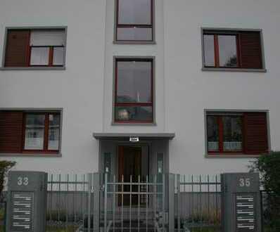 Freundliche helle 4 Zimmer Wohnung im Diplomatenviertel