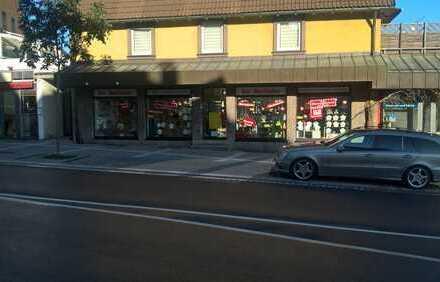 Geschäftsräume mit großen Schaufenstern in 1A-Lage