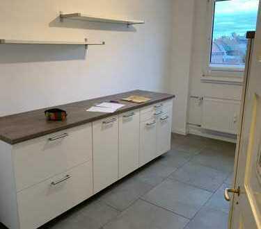 Neuwertige 4-Raum-Wohnung mit Einbauküche in Ludwigshafen am Rhein