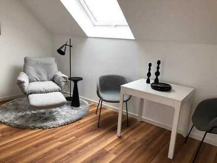 Schickes Apartment mit viel Licht und Balkon in Düsseldorf