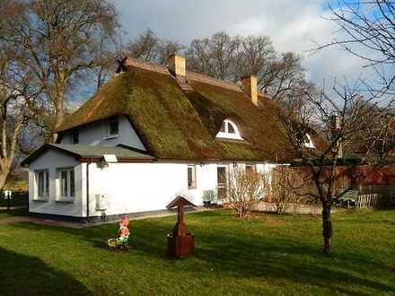 Dr. Lehner Immobilien NB -  Reetdachhaus in Ostseenähe mit großem Hof