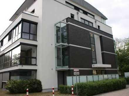 Stilvolle, geräumige und neuwertige 2-Zimmer-Wohnung mit Balkon und Tiefgaragenst in Köln-Lindenthal