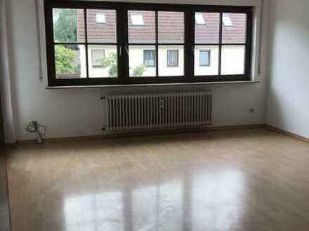 Modernisierte 3-Raum-Wohnung mit Balkon und Einbauküche in Metzingen