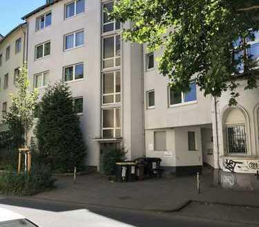 Großzügige 4 Zimmerwohnung in zentraler Lage (WG-geeignet)
