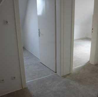 Schöne renovierte 2ZKB Dachgeschoss Wohnung
