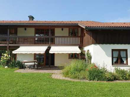Frisch renoviertes sehr geräumiges Haus mit Doppelgarage und pflegeleichtem großem Garten