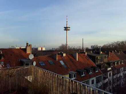 Individuelle, helle Dachgeschosswohnung mit Dachterrasse und Galerie (provisionsfrei)