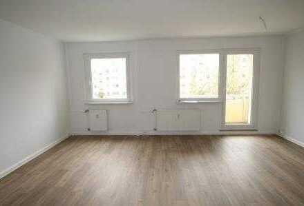 Große Wohnküche mit viel Platz und Tageslicht!!