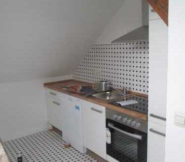 Modernisierte 2-Zimmer-DG-Wohnung mit Einbauküche in Braunschweig
