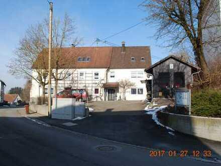 Gepflegte Wohnung mit zwei Zimmern und Einbauküche in Ichenhausen