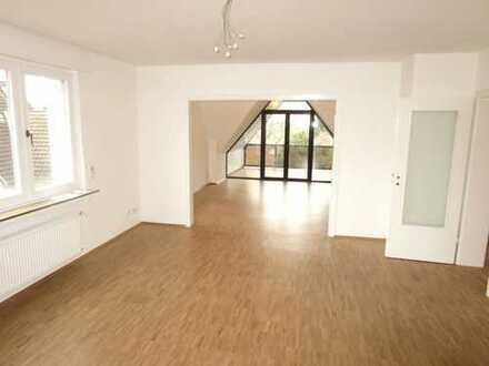 ***Gepflegte Wohnung mit Parkettböden, Balkon, Badewanne, Dusche, GästeWC & Garage-EBK möglich***
