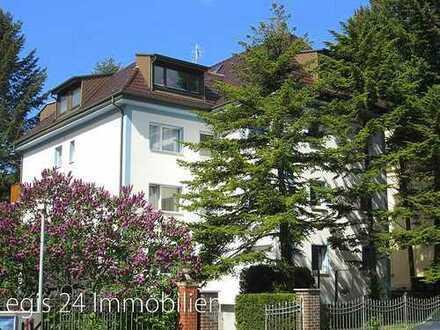 Frisch renovierte DG-Wohnung mit guter Ausstattung im gepflegten Haus und in guter Wohnlage (Li.f...