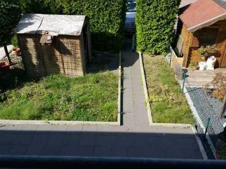 Schöne 1-Zimmer 30m² in einem Haus 2.Dachobergeschoss 380Euro WM, gemeinsame Garten, Küche, Dusche