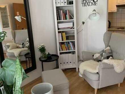 1 Zimmer Wohnung mit Kochgelegenheit, Balkon, Keller und Doppelparker Stellplatz