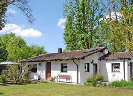 Schöner Bungalow mit großem Garten und Gästehaus
