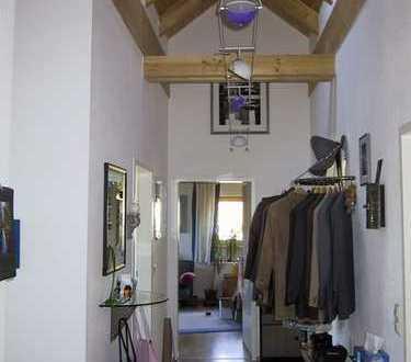 Nur für 3 Monate, ab Juli, Möbl. 2-Zimmer-DG-Wohnung mit Einbauküche in München Alt-Riem