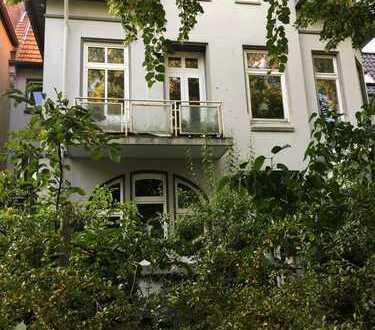 Attraktive 5-Zimmer-Hochparterre-Wohnung mit EBK und Terrassen in Heimfeld, Hamburg