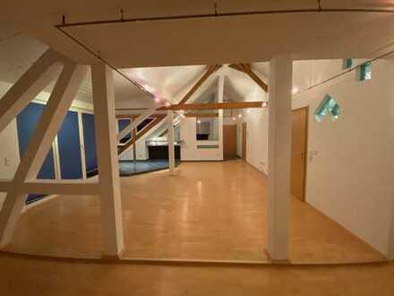 Modernisierte 4-Zimmer-Penthouse-Wohnung mit Balkon und EBK in Niedereschach - Kappel