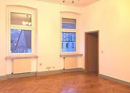 Schöne, geräumige Altbauwohnung im ersten Obergeschoss
