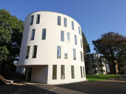 Bonn-Rüngsdorf, rheinnahe Lage: Luxuriöse 5-Zimmer-Maisonette-Wohnung in schönem Park - Erstbezug!