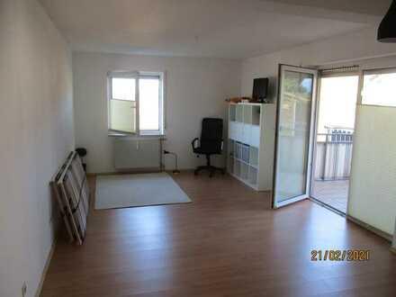 Ansprechende 1-Raum-Hochparterre-Wohnung mit EBK und Balkon in Löwenstein-Reisach