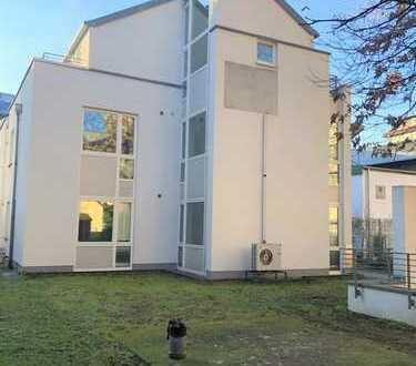PROVISIONSFREI Frankfurt Zoo/Ostend Zentrale Gewerbeimmobilie über 4 Stockwerke. Grünfläche. Aufzug.