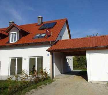 Neuwertige DHH mit fünf Zimmern, Carport und Garage in Landshut (Kreis), Ergolding