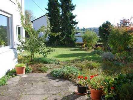 WG Zimmer in Haus mit Garten